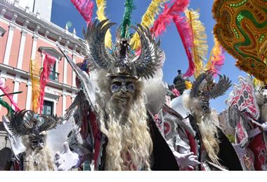 Un espectáculo de danzas nacionales se presentó este martes en la Plaza Murillo de La Paz