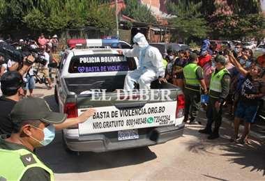 El cuerpo fue trasladado a la morgue de la Pampa de la Isla. Fotos: Juan C. Torrejón