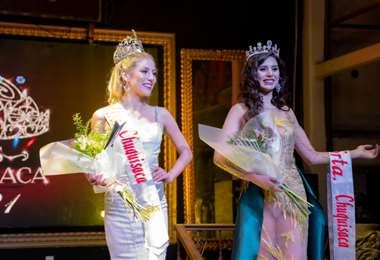 Nicole Lemaitre y Yasendy Zalazar luego de ser coronadas