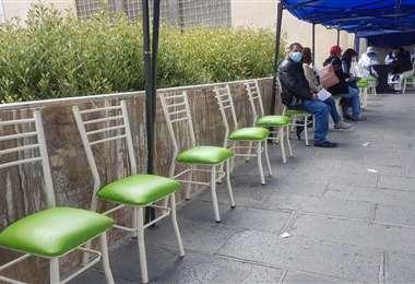 Puntos de vacunación con poca afluencia de personas en La Paz. Foto: Página Siete