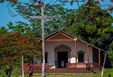 Fachada de la iglesia estilo misional en esta población de la provincia Ángel Sandóval
