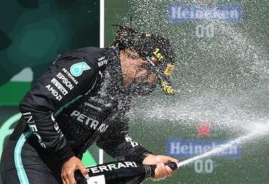 El festejó de Lewis Hamilton en el podio de Portugal. Foto: AFP