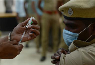 India inició el sábado la campaña de vacunación