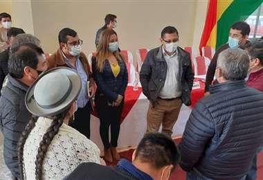 El gobernador Óscar Montes y alcaldes hablan de la crítica situación financiera