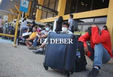 Pasajeros afectados en el aeropuerto de Viru Viru. Foto: Juan Carlos Torrejón