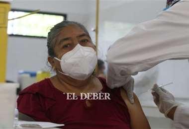 Los adultos mayores pueden acudir a los puntos de vacunación. Fotos: Ipa Ibáñez