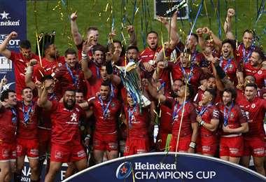La celebración del Atlético con el trofeo de campeón. Foto. AFP