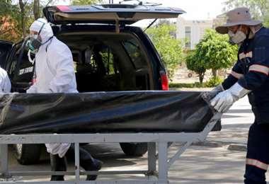 La cantidad de fallecidos amenazan con colapsar cementerios