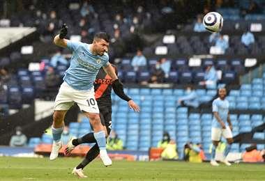 Uno de los goles de Agüero ante Everton. Foto: AFP