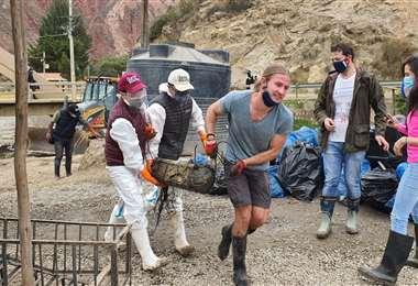 Ciudadanos limpian la ribera del Choqueyapu I AMN.