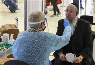 Israel pasó de tener 10.000 contagios al día a solo 12 /AFP
