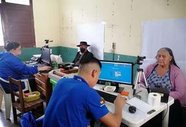 Brigada móvil del Segip carnetizando en el municipio de El Torno