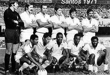 El Santos, con el mítico Pelé, enfrentó. un combinado cruceño. Foto: Internet