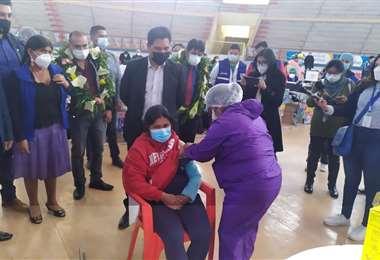 Inició el proceso de vacunación a maestros. Foto: Ministerio de Salud.