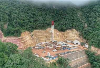 La senadora Centa Rek observa la modificación para la aprobación de contratos petroleros