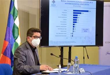 Montenegro explica las variables macroeconómicas (Foto: MEFP)