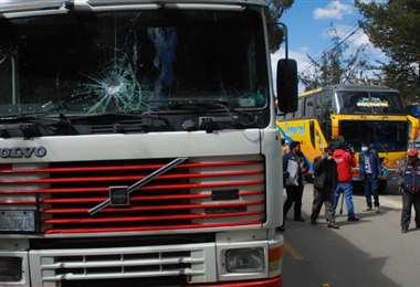 Así quedó uno de los camiones que cargó ropa usada en El Alto (Foto:APG Noticias)