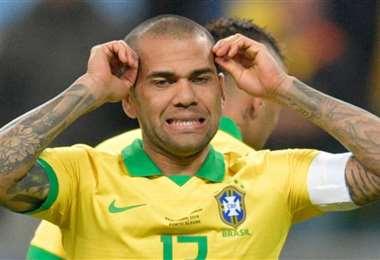 Dani Alves se suma a las bajas de Veríssimo y Coutinho. Foto: Internet