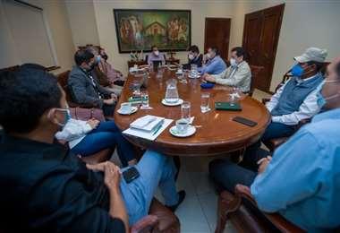 Dos decretos fueron aprobados hoy en una reunión de gabinete de la Gobernación.