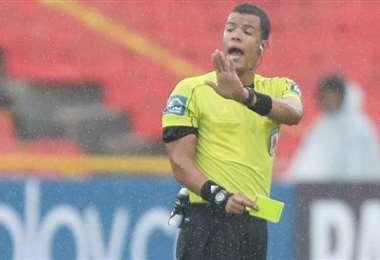 Jhon Ospina será el árbitro del partido Bolivia-Venezuela. Foto: internet