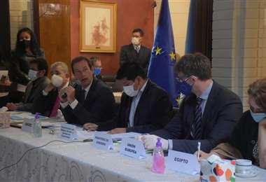 La reunión entre el Gobierno y la UE. Foto: APG Noticias
