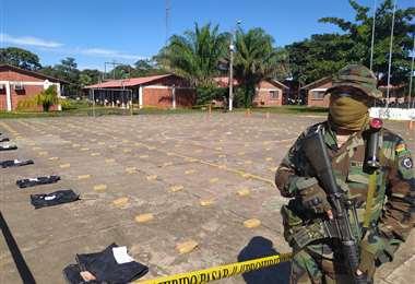 Foto STR/APG: la Policía secuestró más de 305 kilos de droga de una estancia en Beni.
