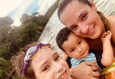 Alejandra Saucedo y sus hijos Zaira y Juan Román Mojica
