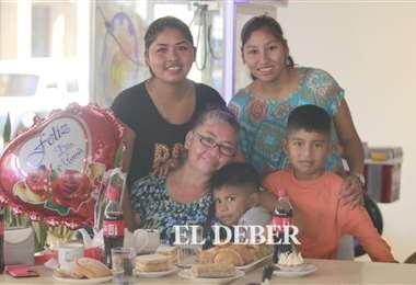 Cada vez más madres asumen el rol de jefe de hogar. Foto: JC. Torrejón