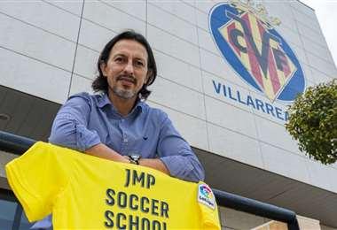 Peña tiene 48 años y tiene un sentimiento especial por el Villarreal. Foto: Internet