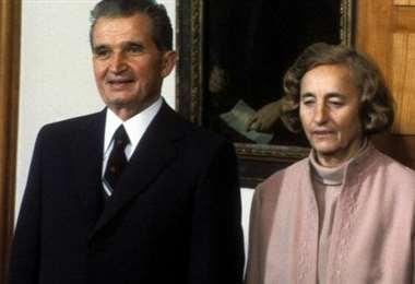 Ceaucescu y su esposa Elena