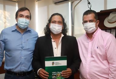 Daniel Velásquez asume el cargo como vicegobernador. Foto: GADSC