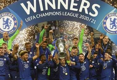 El Chelsea festeja el título logrado en la ciudad de Oporto. Foto: AFP