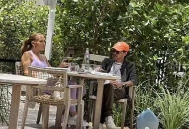 Jennifer López y Marc Anthony fotografiados charlando