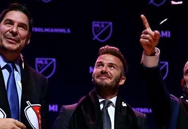 Marcelo Claure (izq.), Beckham y otro socio del Inter Miami. Foto: Internet