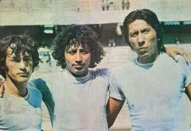 Vaca (c.) junto a Silvió Rojas (izq.) y Andrés Gallardo. Foto: Archivo Julio Mamani