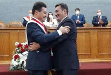 Jhonny Torres asume como alcalde de Tarija. Foto El País