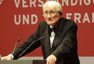 Jurgen Habermas dando una conferencia. Imagen de Archivo