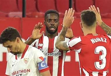 Iñaki Williams (c.) fue autor del único gol del Athletic de Bilbao. Foto: AFP