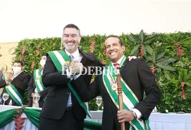 Matkovic (izq.) junto al gobernador, Luis Fernando Camacho. Foto: Juan C. Torrejón