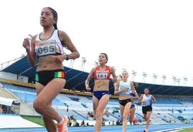 Jhoselyn Camargo (izq.) consiguió bronce para Bolivia. Foto: FAB