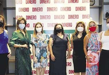 Las empresarias junto a la editora de Dinero, Carla Paz (centro). Fotos: Ricardo Montero