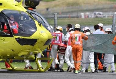 Tras el accidente, el sábado, el piloto fue trasladado en helicóptero. Foto: AFP