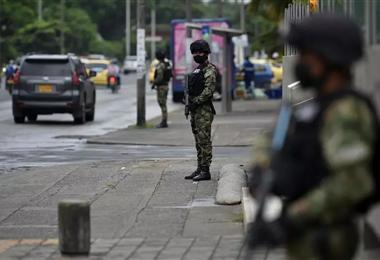 Militares en una de las calles de Cali, Colombia