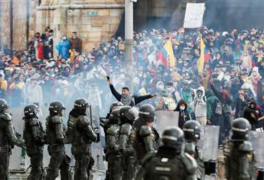 Los choques involucraron a manifestantes, policías y civiles armados