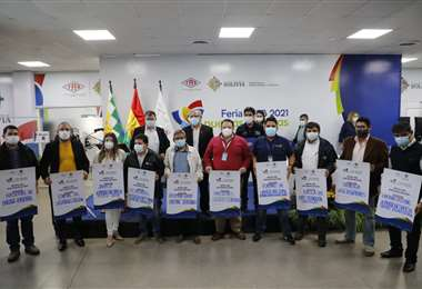 Autoridades que participaron del cierre del evento realizado por YPFB (Foto: YPFB)
