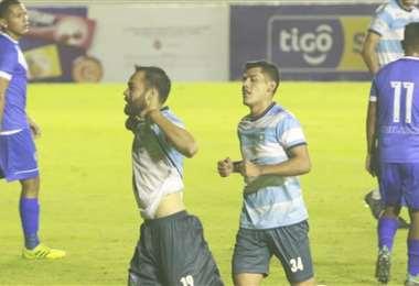 El festejó de Junior Sánchez, que anotó el tercero de Blooming. Foto: Juan C. Torrejón