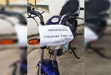 Una de las motocicletas en la que los sujetos asaltaban en Santa Cruz