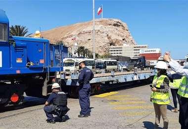 Ya partió la carga de bobinas de acero hacia Bolivia (Foto: EPA)
