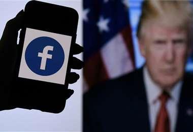 Facebook mantiene el veto a Trump. Foto AFP