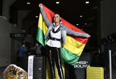 Lenka Nemer antes de abordar el avión que llevó a Miami